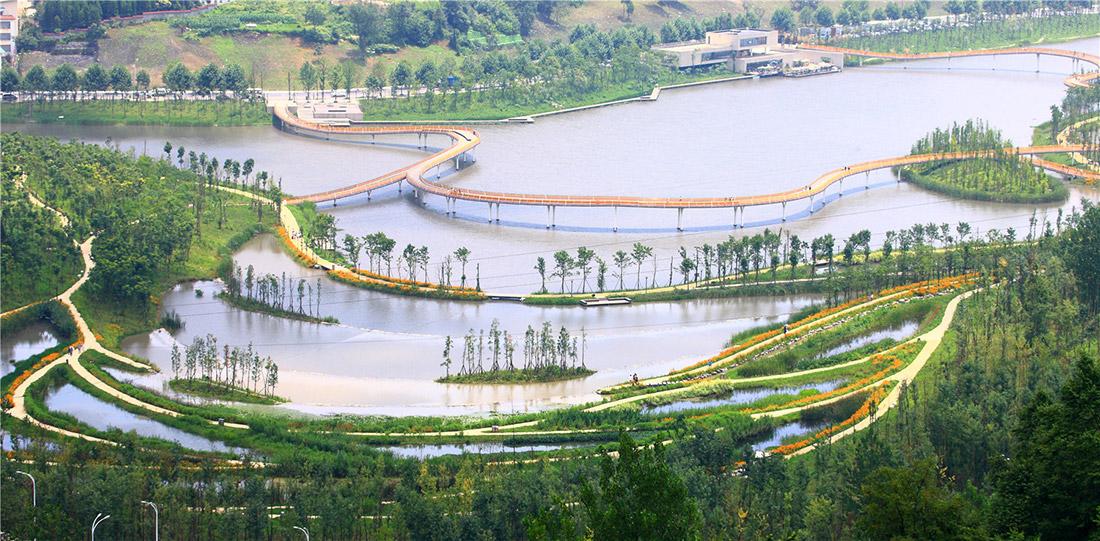 Một trong những dự án cảnh quan cải tạo môi trường sinh thái nổi bật là dự án Turenscape