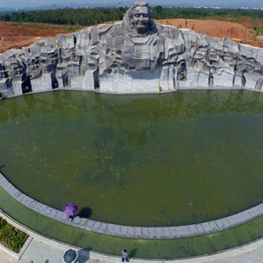 Tượng đài Mẹ Việt Nam anh hùng nhìn từ trên cao